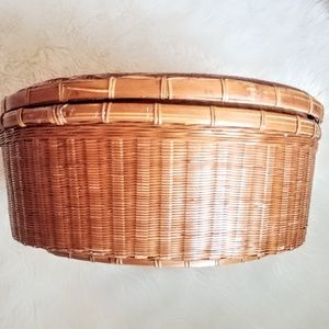 Large Round 15 inch basket with Lid